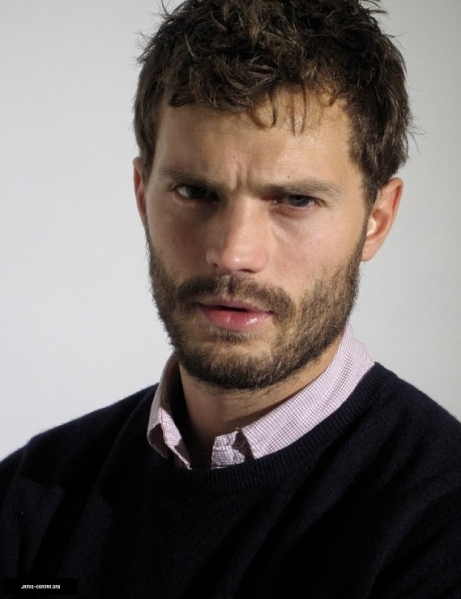-James-Jamie-Dornan-once-upon-a-time-31217066-569-740